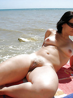 xxx hairy open-air pussy