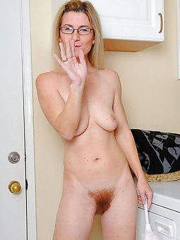 nude pictures of flimsy tow-headed milf