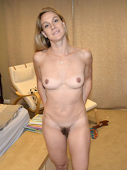 amature hairy comme ci milf