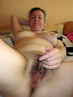 sexy mature hairy masturbation