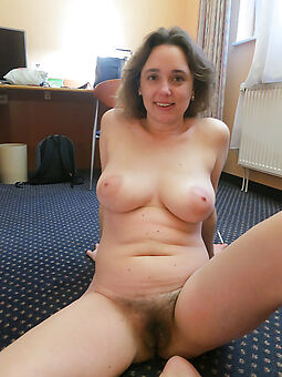 xxx mature broad in the beam tits hairy pussy