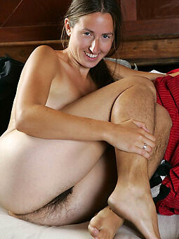 naked girls with hairy legs freebooting