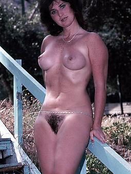 amature hairy girls outdoors nude photos