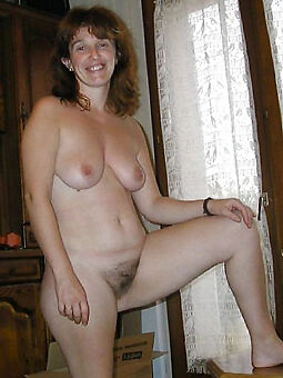naked hairy housewife pics