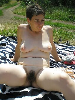 nice soft pussy into the open air pics