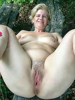 taking prudish blonde pussy picture