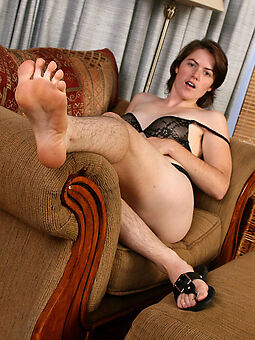 unveil girl with queasy legs free porn pics