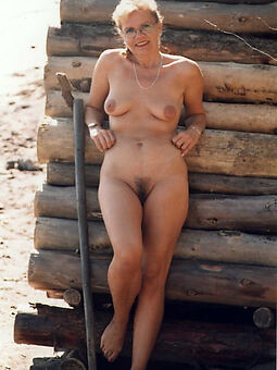 hot Victorian pussy in sight stripping