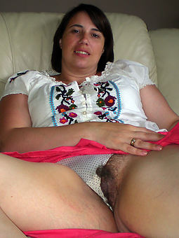hairy mature upskirt strip