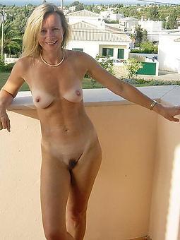 pretty skinny puristic mature pussy