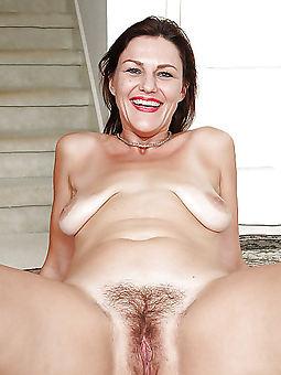 simple hairy moms porn pics