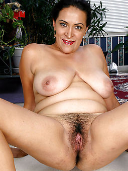 hairy naked mom porn galleries
