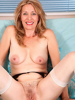 moms yon hairy pussys amatuer