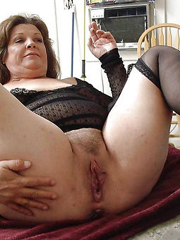old womans hairy pussy porn pic
