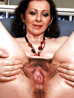 curvy hairy girls vagina