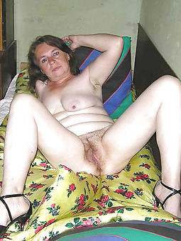 natural comely mature hairy pussy